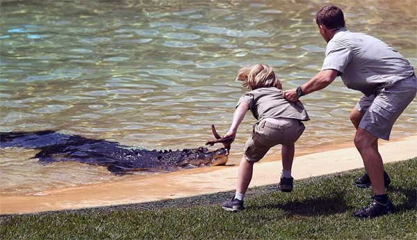 10-years-old-boy-faces-off-against-giant-crocodile1