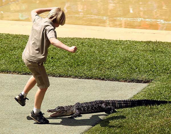 10-years-old-boy-faces-off-against-giant-crocodile3