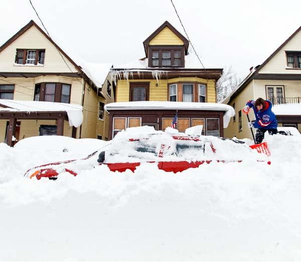 heavy-snow-keeps-falling-in-newyork