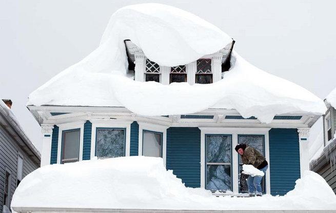 heavy-snow-keeps-falling-in-newyork3