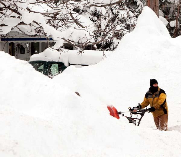 heavy-snow-keeps-falling-in-newyork5