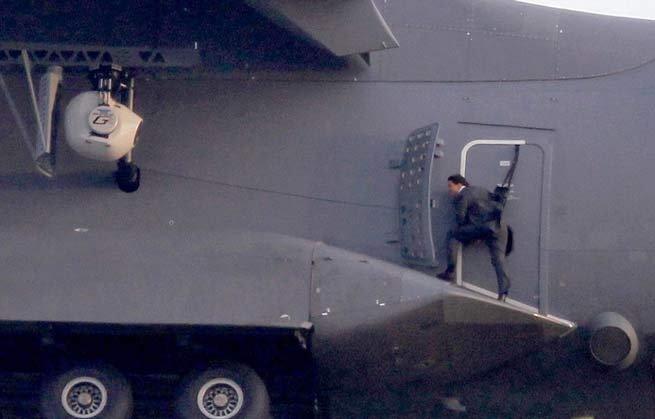 tom-cruises-most-daring-stunt1
