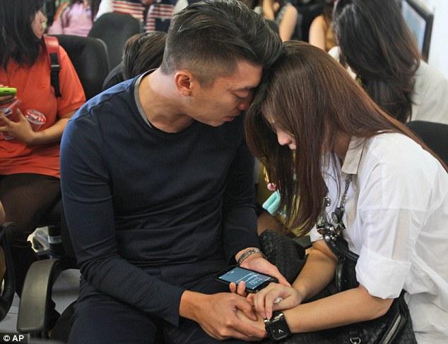 AirAsia-flight-loses-contact1