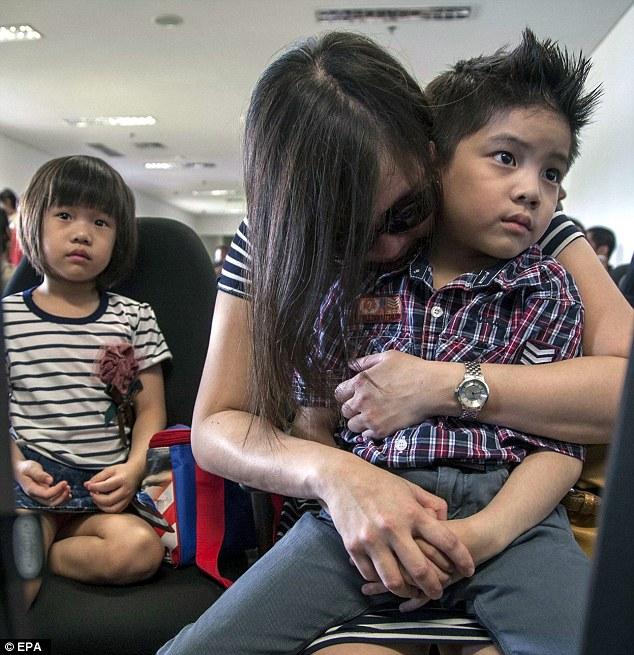 AirAsia-flight-loses-contact3