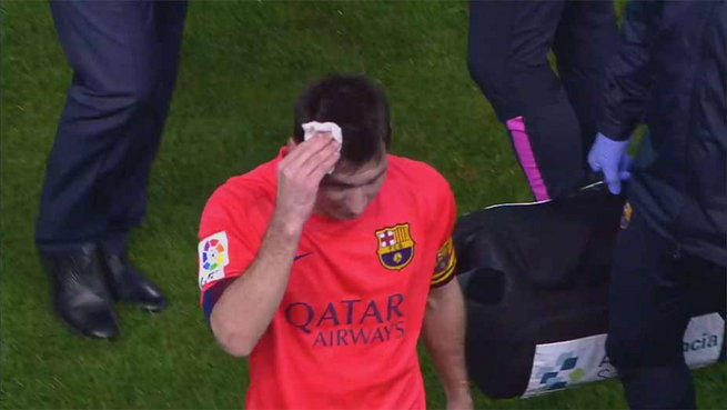 messi hit by bottle1