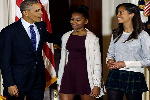 obama-with-his-daughters