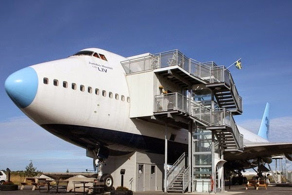 retired-boeing-jet-become-hotel