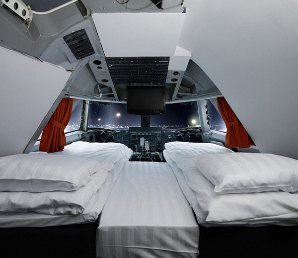 retired-boeing-jet-become-hotel1