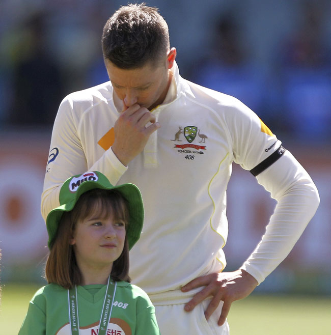 tributes for hughes at aus india cricket test3