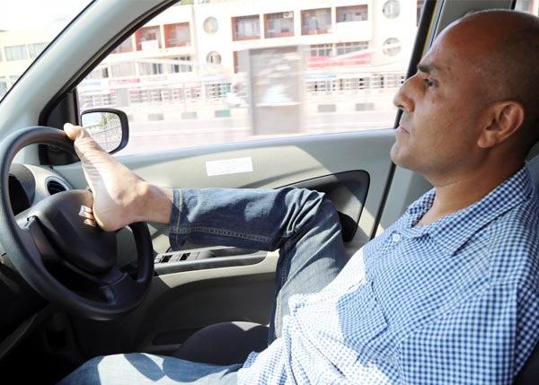 vikram-agnihotri-who-drive-from-legs