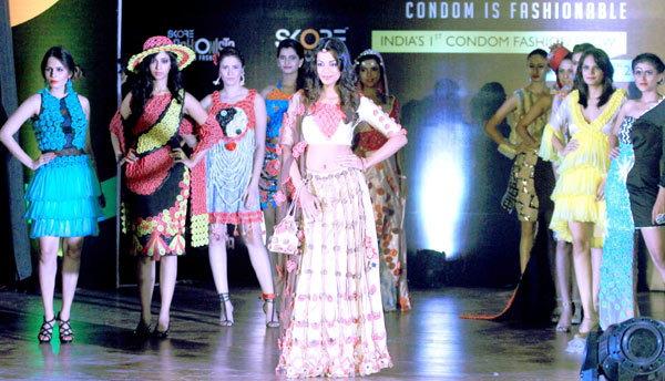 condom-faishion-show in india4