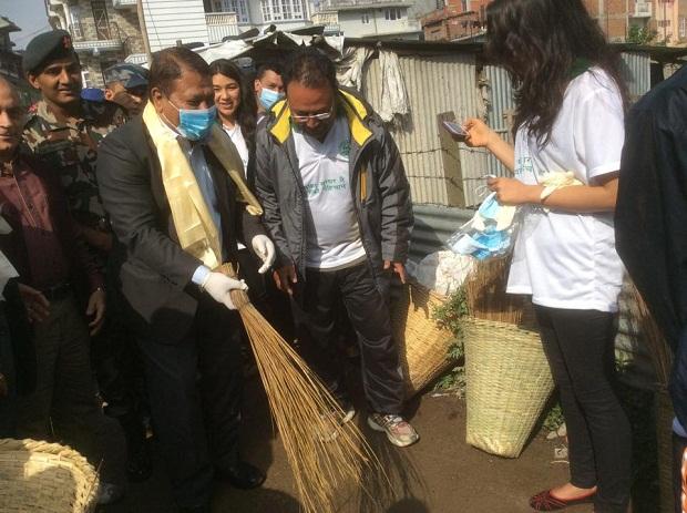 prakash man singh at road for sanitation